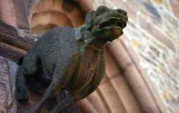 Gargouille représentant un chien