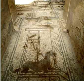 """Art romain, """"cave canem"""", la salle du chien. Vestibule ou entrée d'une villa de Pompéi. Italie ©Prisma Archivo/Leemage"""