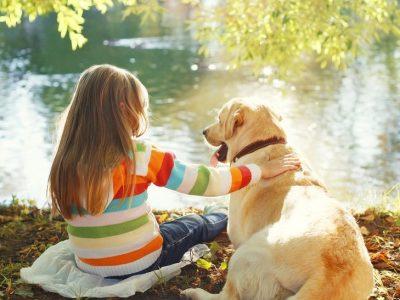 Comment apprendre à «parler chien» aux enfants ?